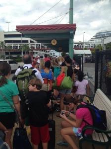 O embarque era depois do portão 1 e a fila andava lentamente...